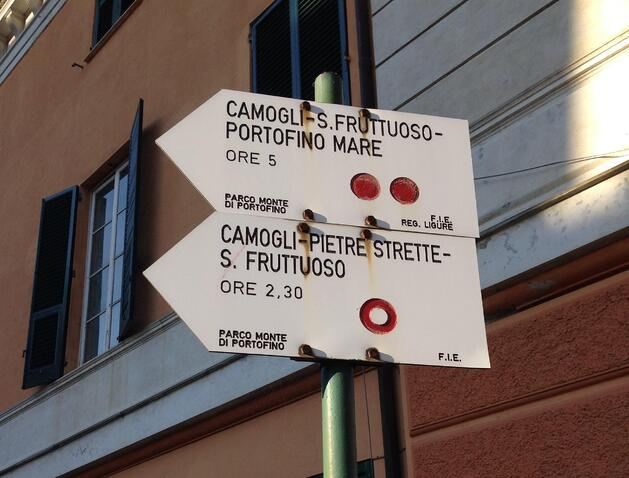 Trail signage in Camogli on the way to Sanfruttuoso