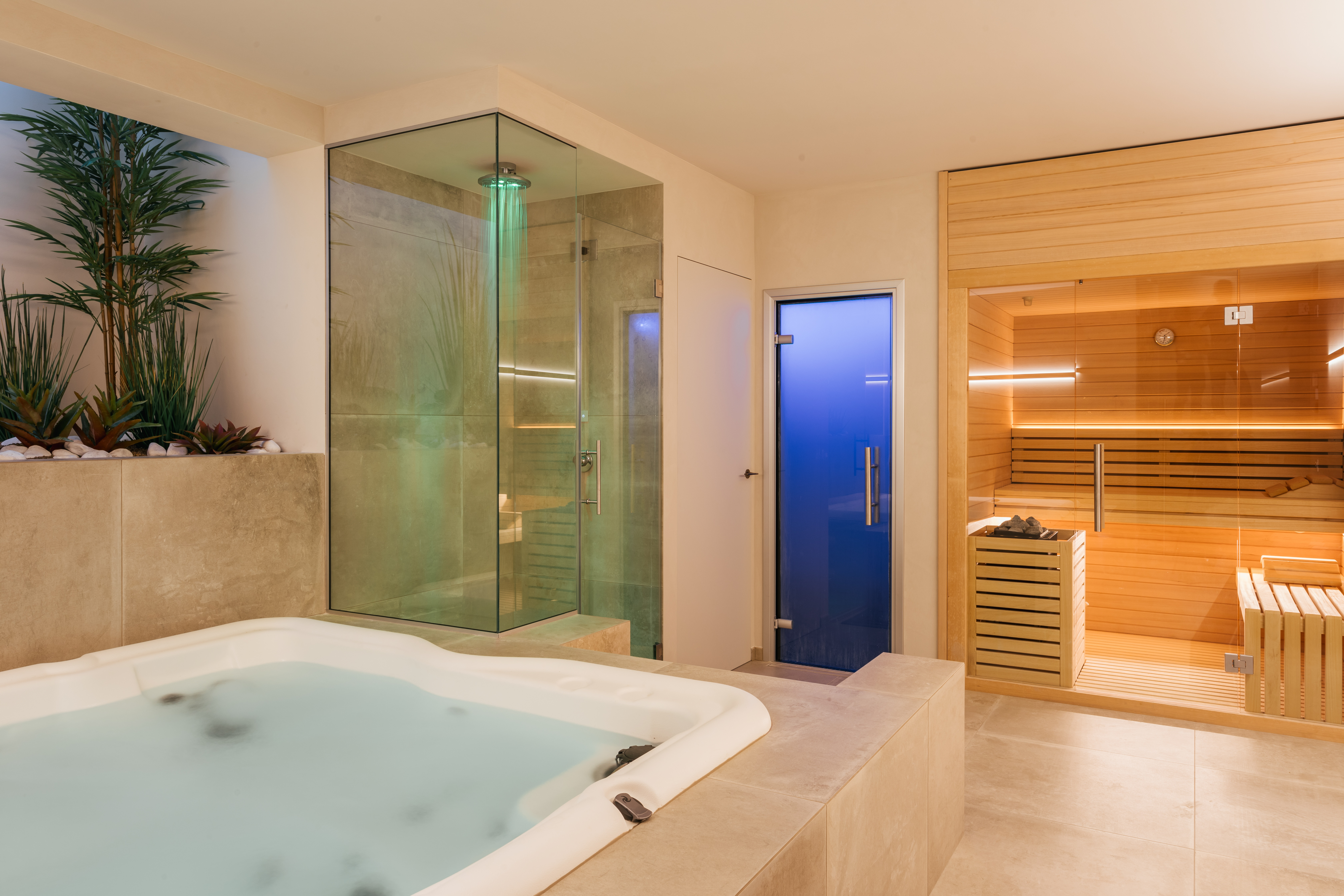 Spa pan out, Sauna, jacuzzi, shower and steam room_Villa Olivo_Photo credit Andrea Volpini