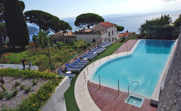 hotel-rufolo-swimming-pool-577x355