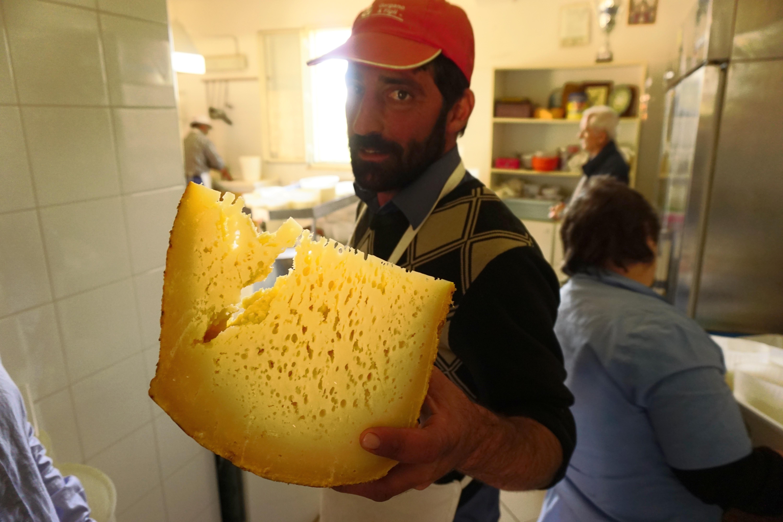 cheese_maker_belice_valley_sicily.jpg
