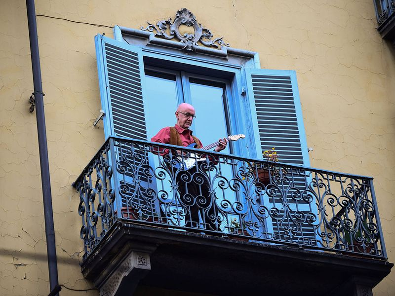 Italians Singing from their Balconies while Locked Down